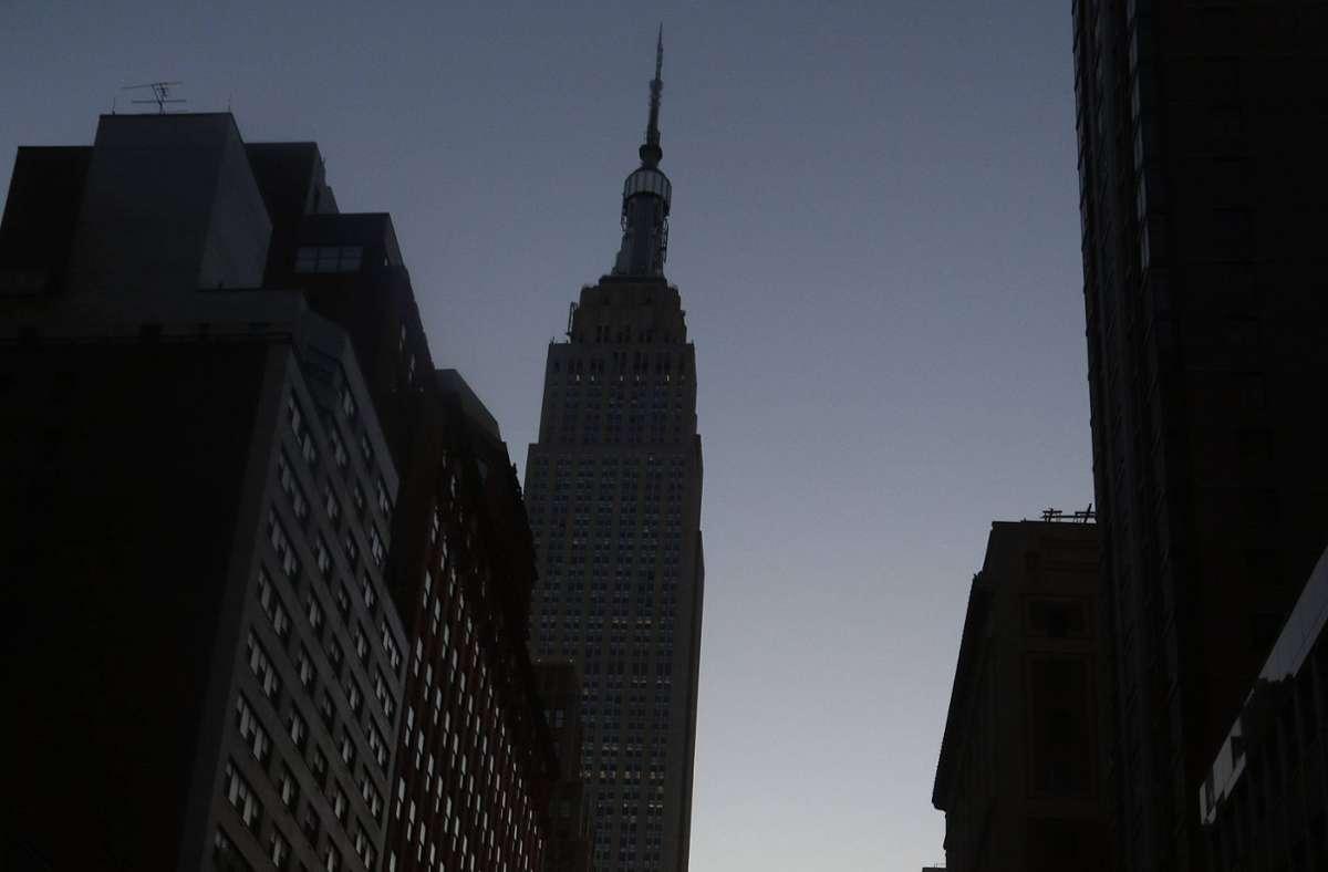 Die Stadt, die niemals schläft, in völliger Dunkelheit: New York ist der Schauplatz von Don DeLillos neuem Werk. In unserer Bildergalerie können Sie sich durch seine wichtigsten Romane klicken. Foto: imago images / ZUMA Press/Nancy Kaszerman