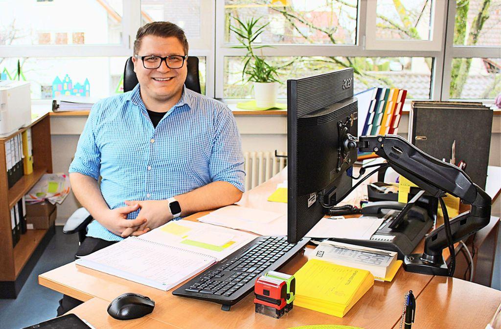 Daniel Ilic darf sich seit kurzem auch offiziell Leiter der Echterdinger Grundschule nennen. Foto: Archiv/Caroline Holowiecki