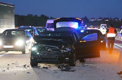 Unfall mit mindestens fünf Fahrzeugen
