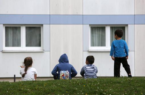 Das Stuttgarter Jugendamt kümmert sich inzwischen auch um mehr Flüchtlingskinder. Foto: dpa