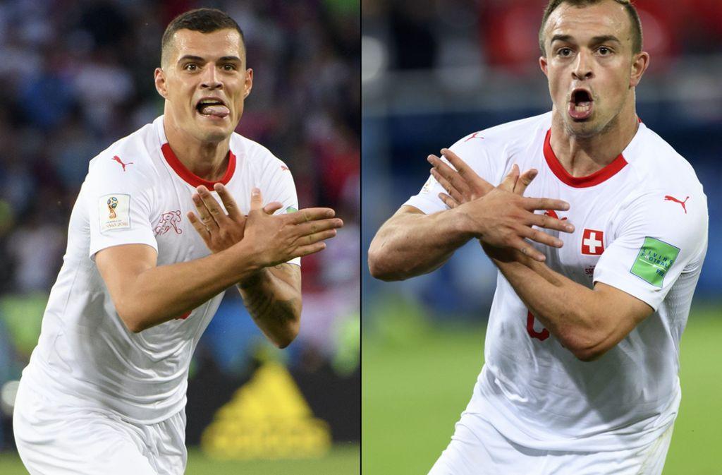 Die beiden Schweizer Spieler Granit Xhaka (links) und Xherdan Shaqiri provozieren mit ihrem Torjubel die serbischen Fans. Foto: dpa