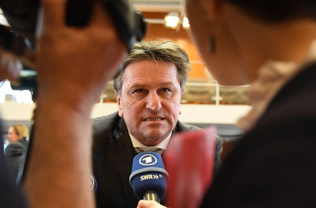 """Gefragter Mann: Sozialminister Manfred """"Manne"""" Lucha (Grüne) Foto: dpa"""