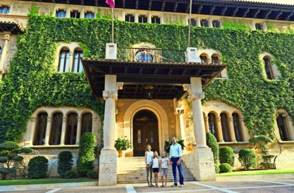 Die spanische Königsfamilie vor dem Marivent-Palast in Palma Foto: Getty