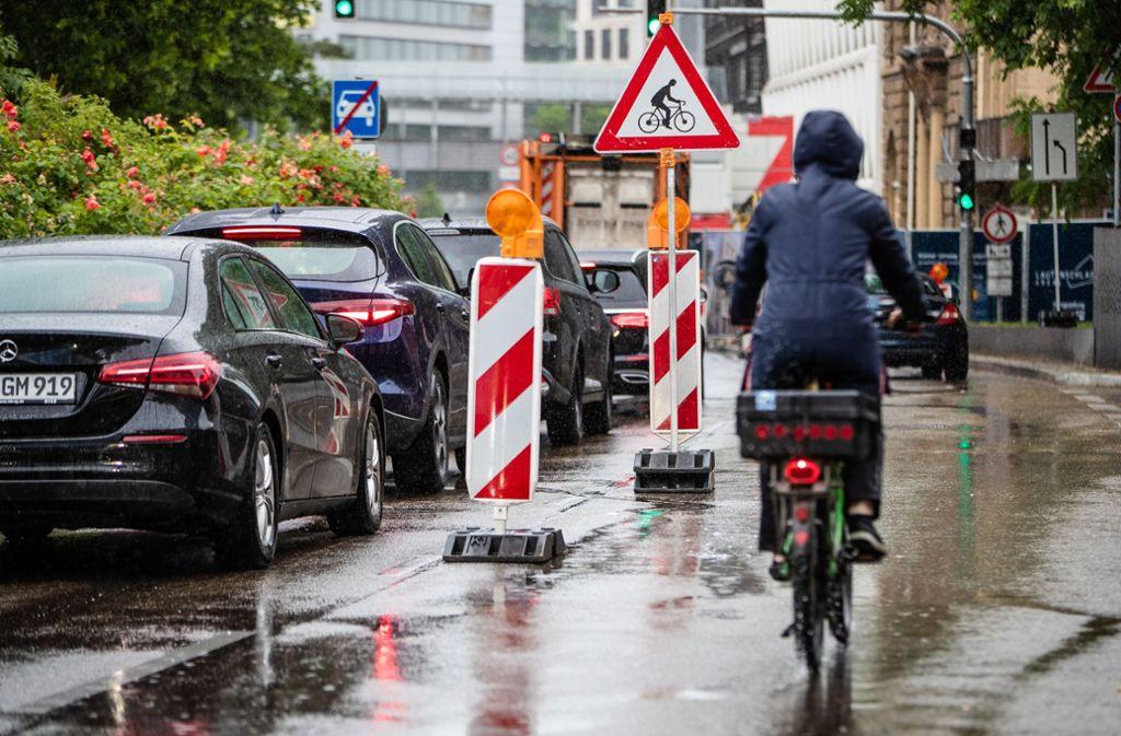 Pop-Up-Radweg von Greenpeace am Samstag in der City Foto: Lichtgut/Christoph Schmidt