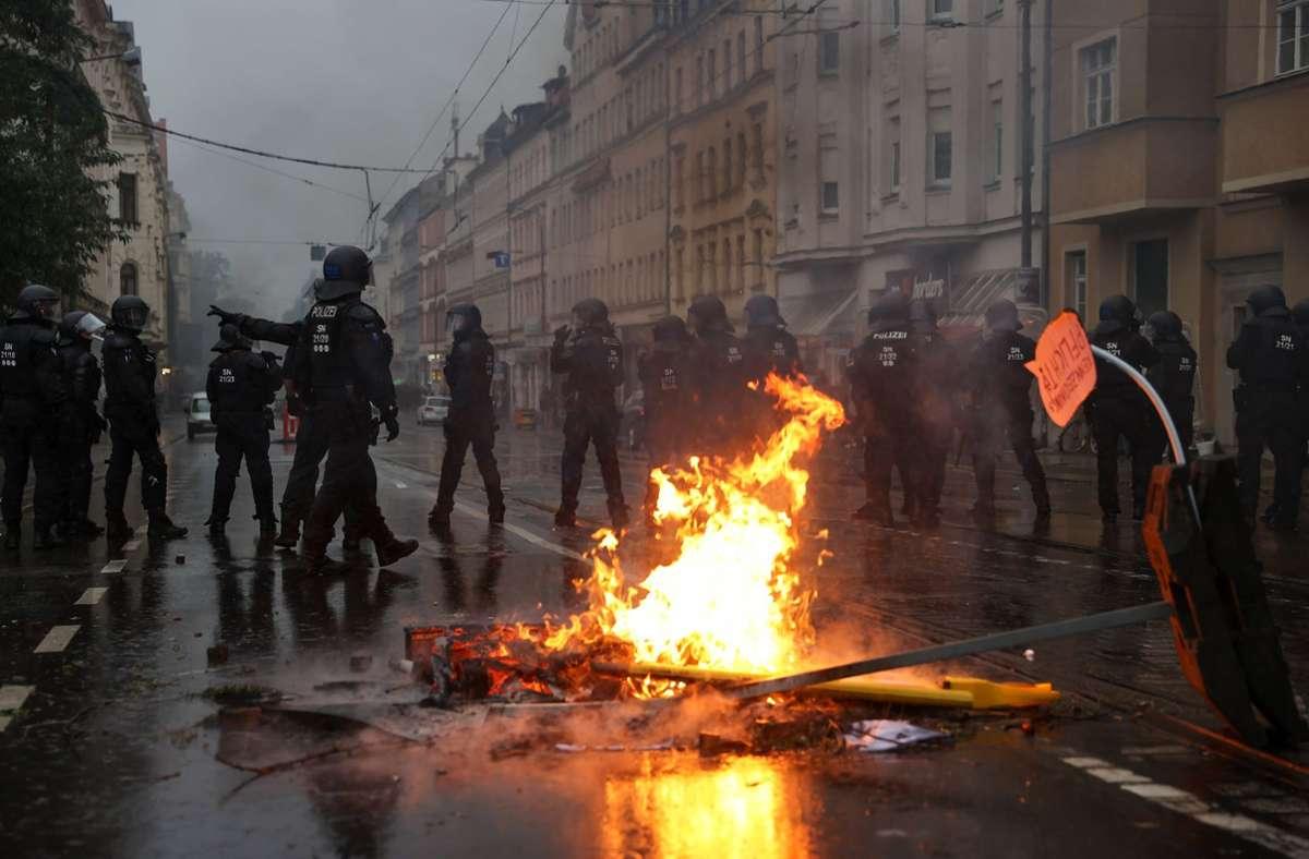 In Leipzig ist es bei einer Demonstration zu Ausschreitungen gekommen. Foto: dpa/Jan Woitas