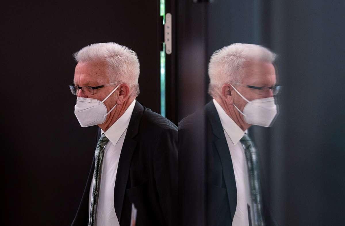 Ministerpräsident Winfried Kretschmann – Bund und Länder haben sich bei entsprechend steigenden Infektionszahlen auf weitere Verschärfungen der Regeln verständigt. Foto: dpa/Sebastian Gollnow