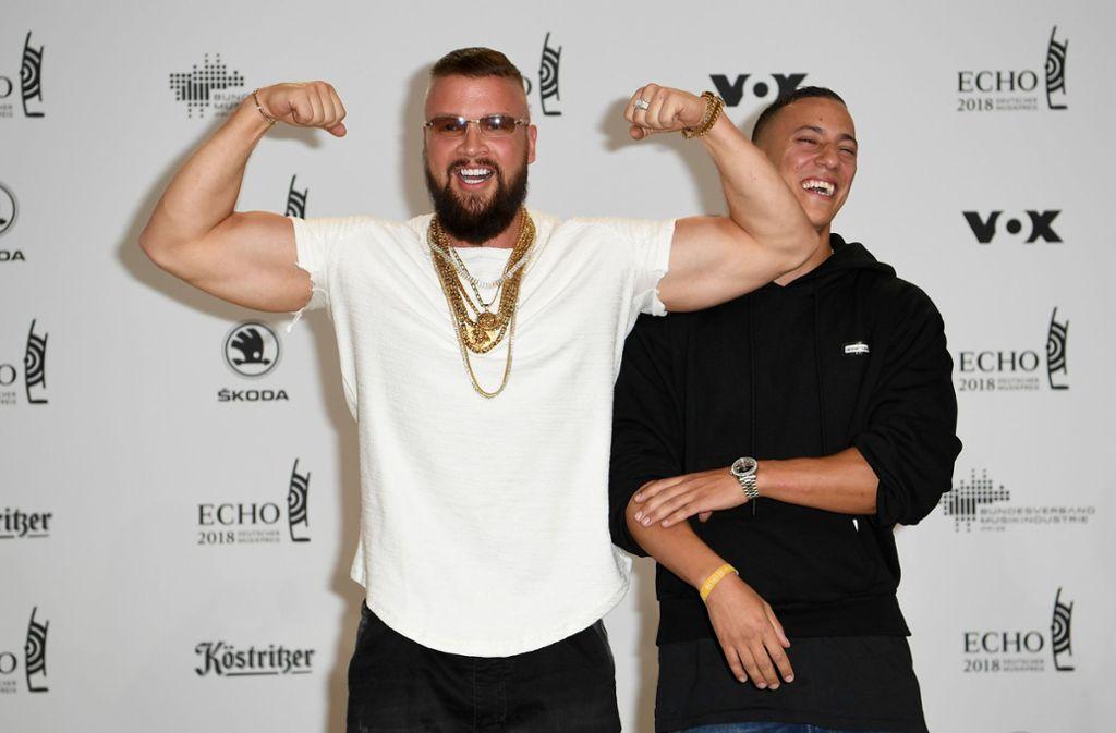 Kollegah (l.) und Farid Bang lassen die Muskeln spielen. Foto: dpa-Zentralbild