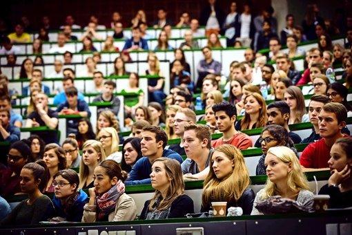 Nicht jeder ergattert auf Anhieb einen der begehrten Studienplätze, aber die Umstellung auf ein rein digitales Verfahren beschleunigt die Abläufe. Foto: Lichtgut/Achim Zweygarth