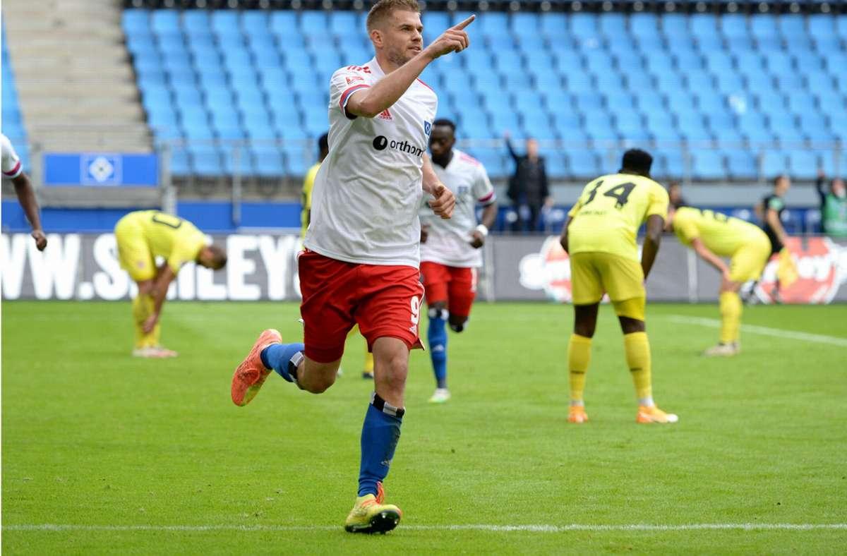 Simo Terodde wird künftig für Schalke auf Torejagd gehen. (Archivbild) Foto: dpa/Daniel Bockwoldt