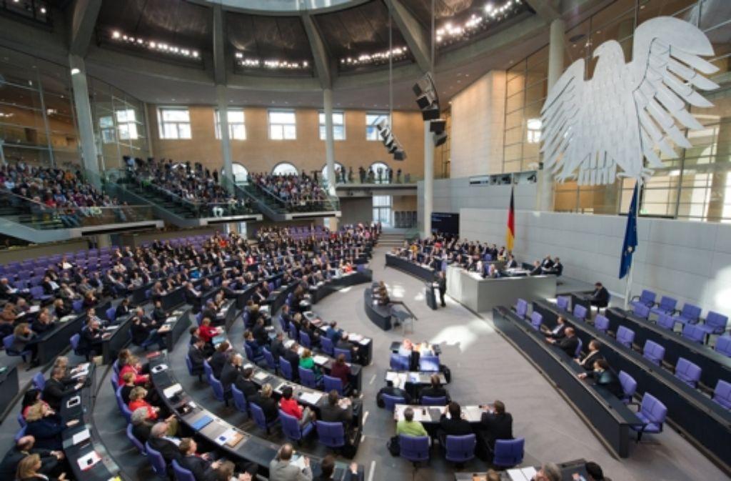 Die Arbeit im Bundestag ist der Hauptjob, aber wie sieht es mit den Nebenjobs aus? Foto: dpa