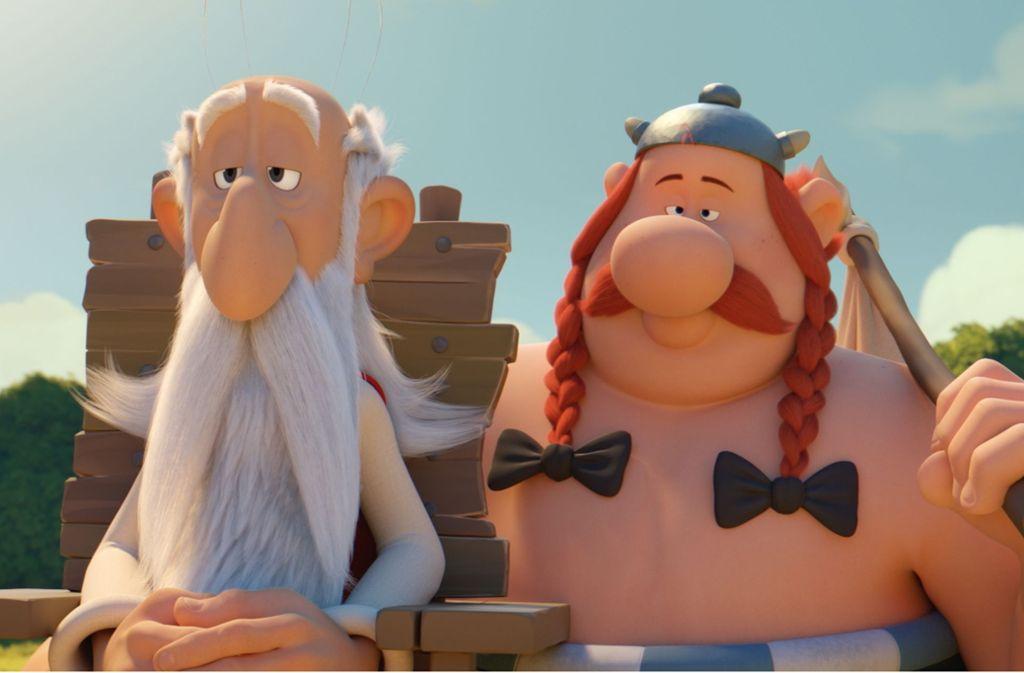 Miraculix und Obelix: Der kräftigste der Gallier ist als Kind in den Zaubertrank des Druiden gefallen. Foto: Universum