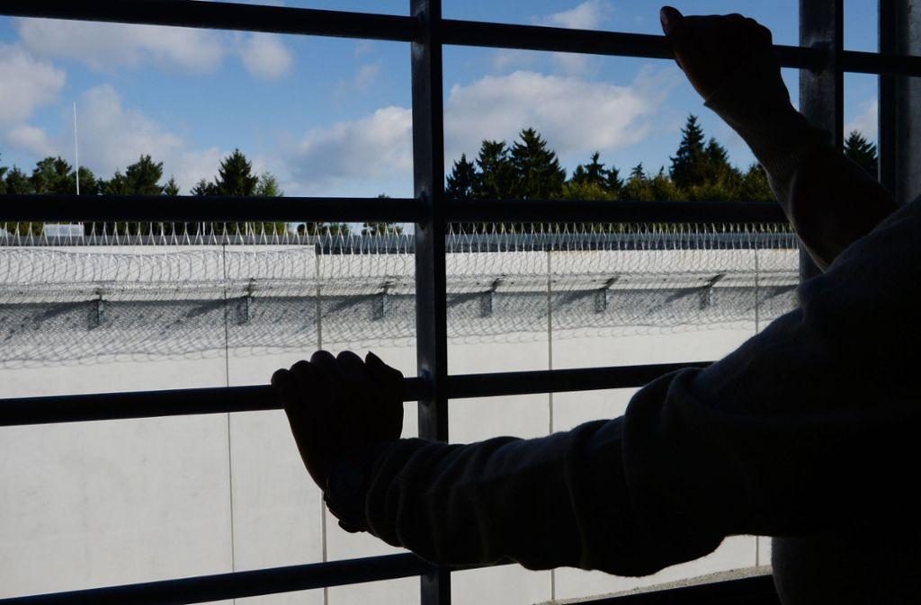 Zwei Jugendliche, die im Rhein-Neckar-Kreis einen Obdachlosen getötet haben sollen, sitzen in U-Haft. Foto: dpa/Felix Kästle