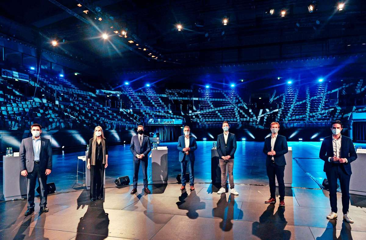 Insgesamt sieben  OB-Bewerber-  und Bewerberinnen stellten sich in der leeren Porsche-Arena den Fragen der Moderatoren und des via Livestream und Social Media  zugeschalteten Publikums. Foto: Lichtgut/Max Kovalenko