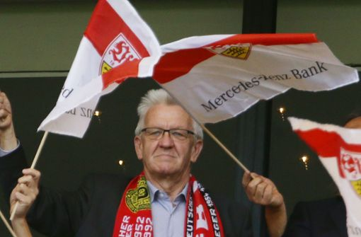 Kretschmann und Söder nennen Bedingungen für Neustart im Fußball