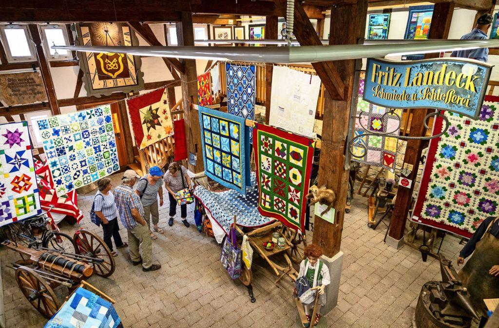 Im Heimatmuseum Renningen kommen die Quilts gut zur Geltung. Foto: factum/