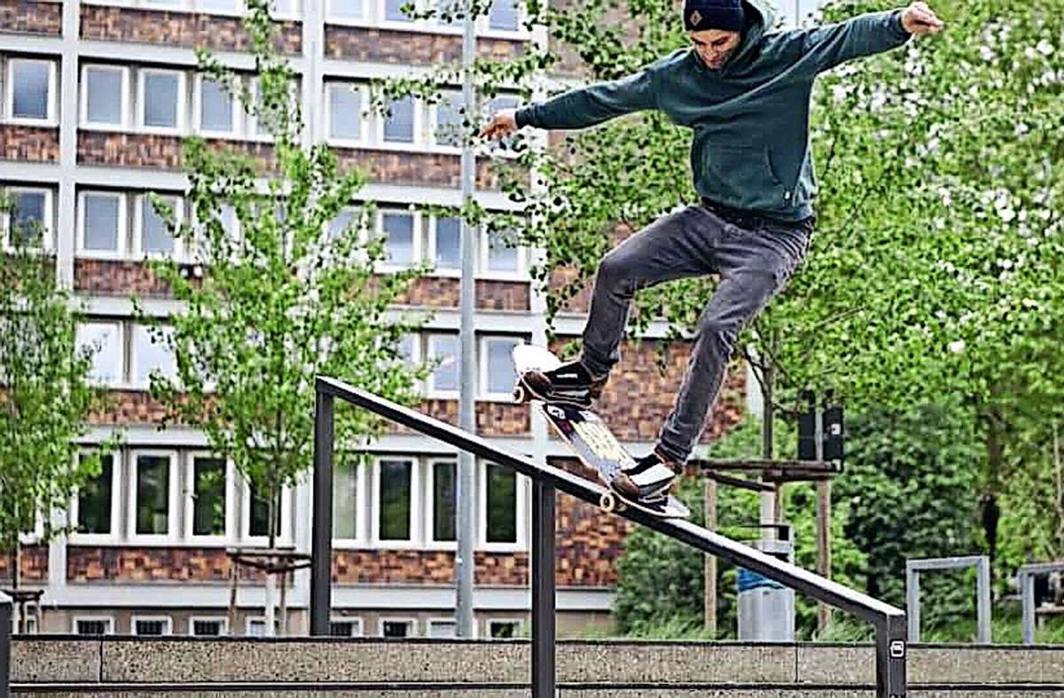 Körperbeherrschung auf dem Streetboard: Mario Kurrle aus Stetten Foto: Privat