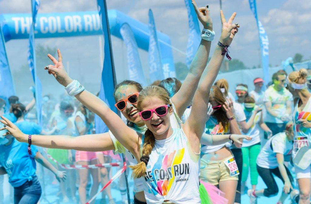 Bei The Color Run in Hannover haben diese Besucher sichtlich Spaß. Am 27. Juli steigt die Party im Neckarpark in Stuttgart. Foto: THE COLOR RUN GmbH
