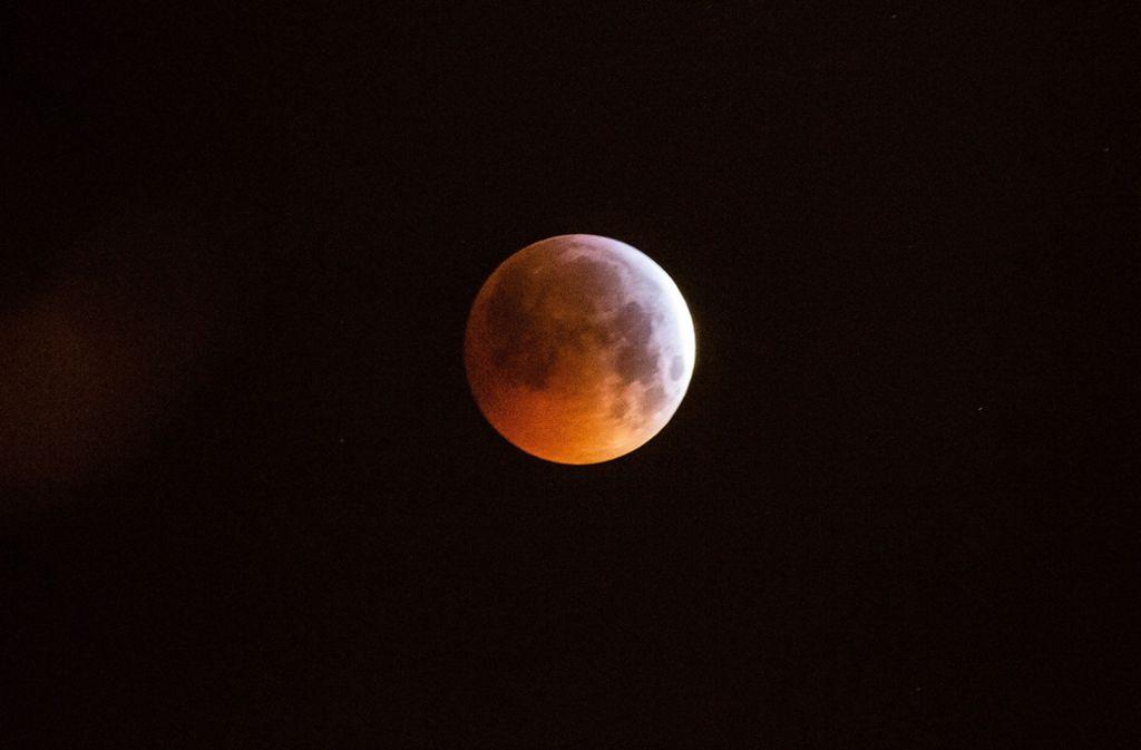 Die rote Färbung des Mondes war über Stuttgart gut zu erkennen. Foto: 7aktuell.de/David M. Skiba