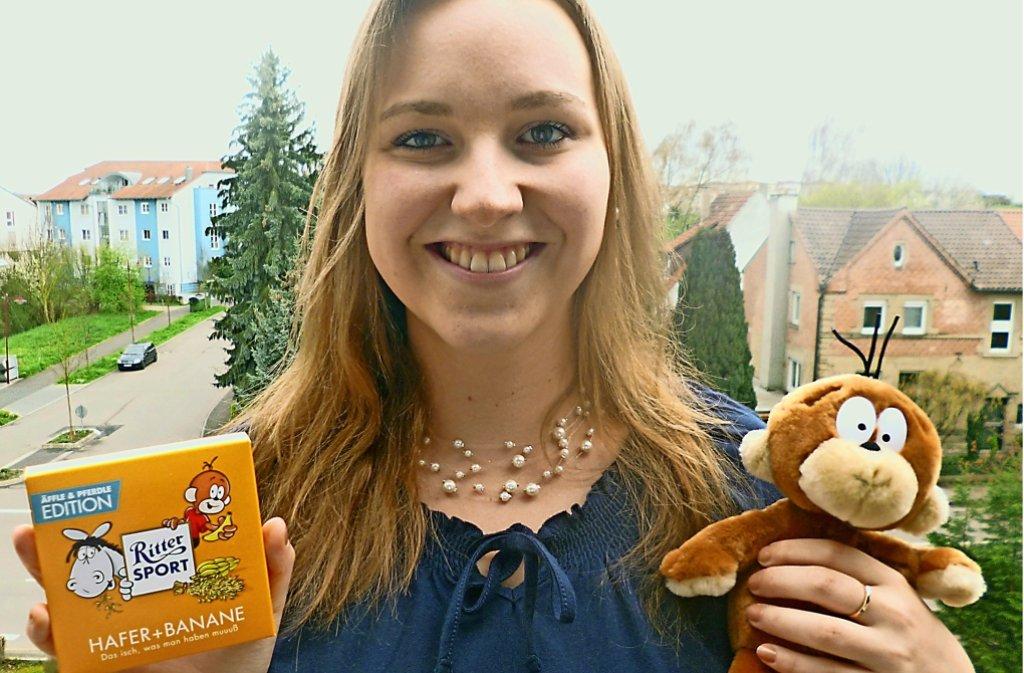 Marina Stickel mit ihrer Sorte und einer Äffle-Puppe Foto: privat
