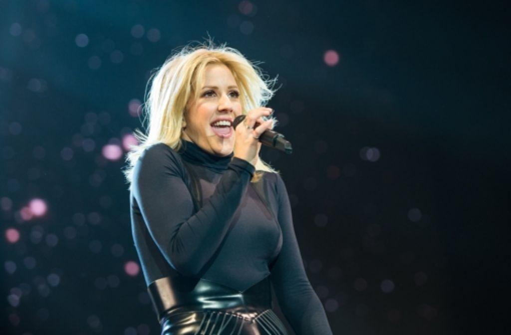 Die britische Singer-Songwriterin Ellie Goulding bei ihrem Tourauftakt in der Barclaycard Arena in Hamburg Foto: dpa