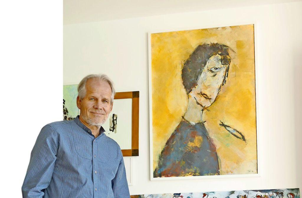 Neben seinem intensiven Arbeitsleben stellt sich der Dokumentarfilmer   regelmäßig mit Pinsel und Farbe an die Staffelei. Foto: Torsten Schöll