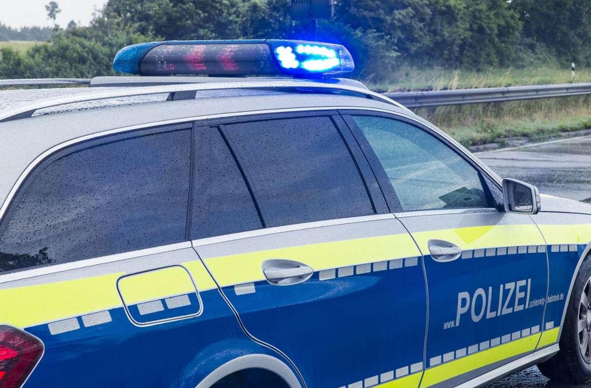 Schrecksekunde auf der Autobahn: Gegenstand knallt auf die Motorhaube Foto: Eibner-Pressefoto/KOENIG/Eibner-Pressefoto