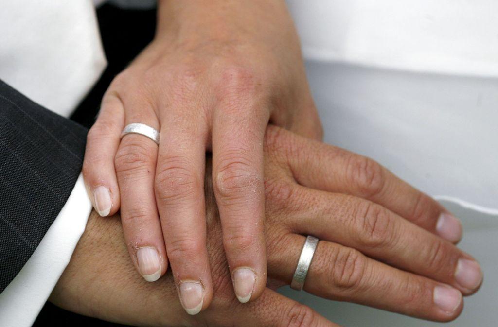 Der Bräutigam wollte seine Braut vor dem Standesamt nicht warten lassen (Symbolbild). Foto: dpa-Zentralbild
