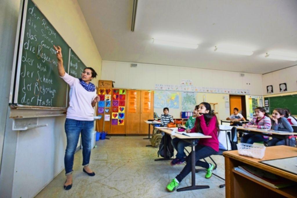 In den Vorbereitungsklassen der Rosensteinschule im Stuttgarter Norden treffen sich Jugendliche unterschiedlichster Herkunft und unterschiedlichsten Alters. Foto: Michael Steinert