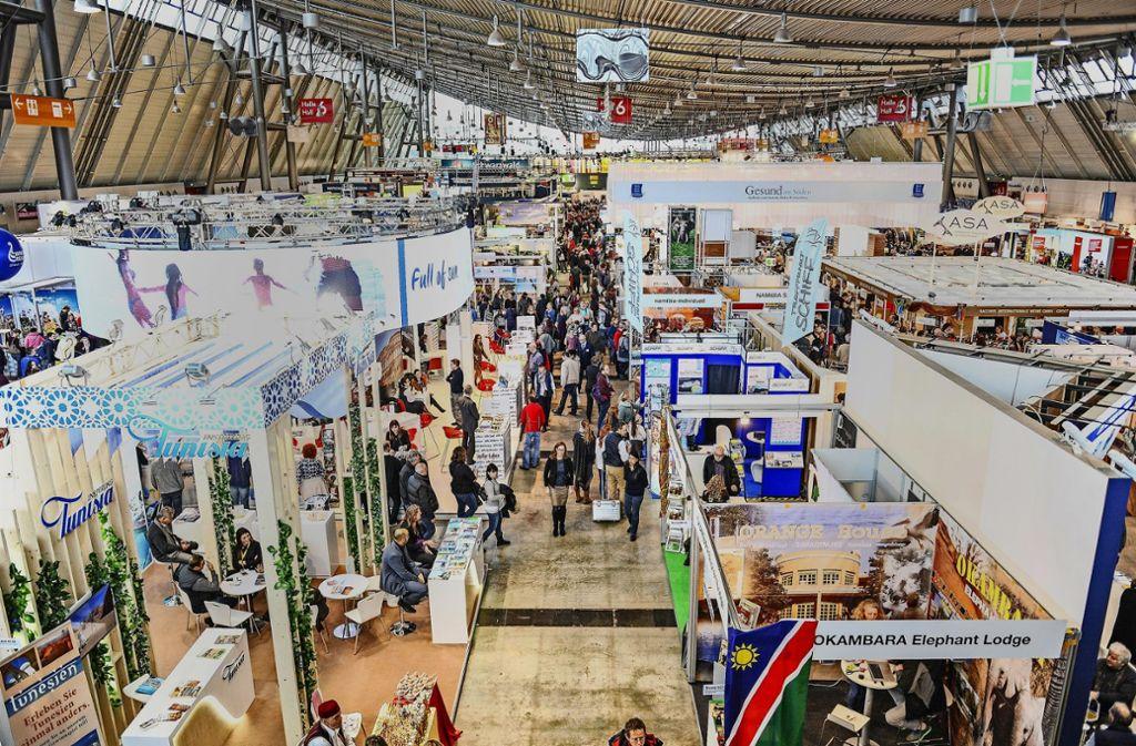 Bei der CMT in Stuttgart präsentieren sich 100 Länder sowie 360 Regionen und Städte den Messebesuchern. Foto: 7aktuell.de/Ingo Reimer