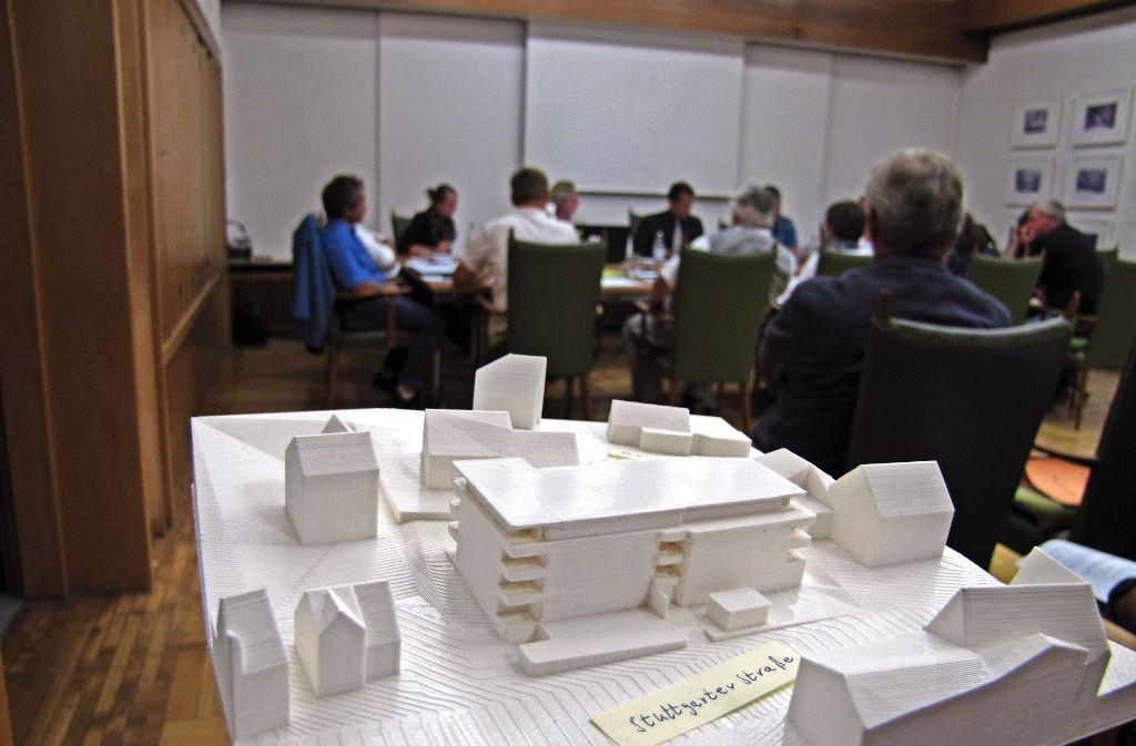 Zu hoch, zu massiv, zu klobig: Die Mitglieder des Technischen Ausschusses waren mit dem Entwurf eines Mehrfamilienhauses an der Stuttgarter Straße nicht alle einverstanden. Foto: Claudia Barner