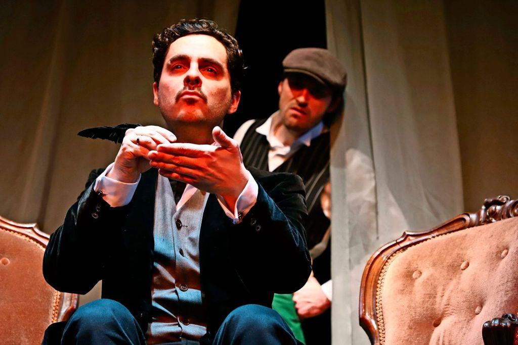 """""""Die Frau in Schwarz"""" wird im Theater der Altstadt mit Jörg Pauly (links) und Bernhard Linke in den Hauptrollen gezeigt.  Foto: Sabine Haymann"""