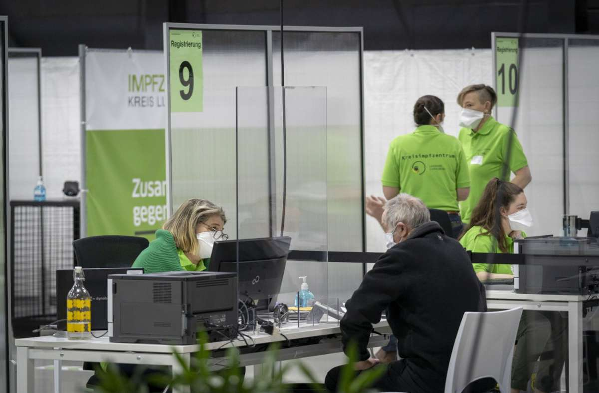 Im Kreisimpfzentrum in Ludwigsburg wird erst einmal kein weiterer Astrazeneca-Impfstoff verimpft. Foto: factum/Jürgen Bach