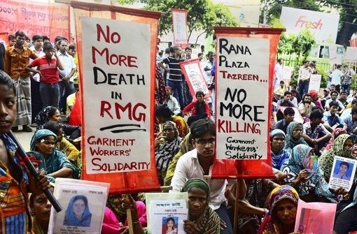 extilarbeiter verlangen mehr Lohn und Entschädigungen für das Unglück von Rana Plaza. Textilarbeiter verlangen mehr Lohn und Entschädigungen für das Unglück von Rana Plaza.  Näherinnen in Bangladesch gehören zu den am niedrigsten bezahlten der Welt. Foto: AFP