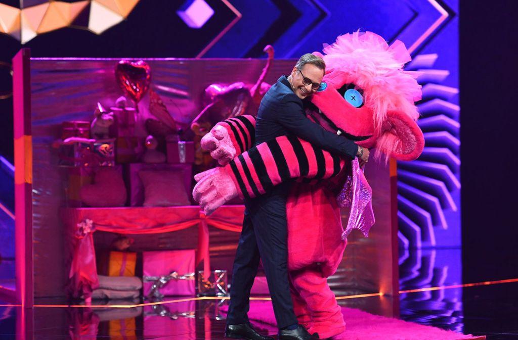 Moderator Matthias Opdenhövel ist  ab dem 10. März wieder mit den verkleideten Sängern kuscheln. Foto: dpa/ProSieben