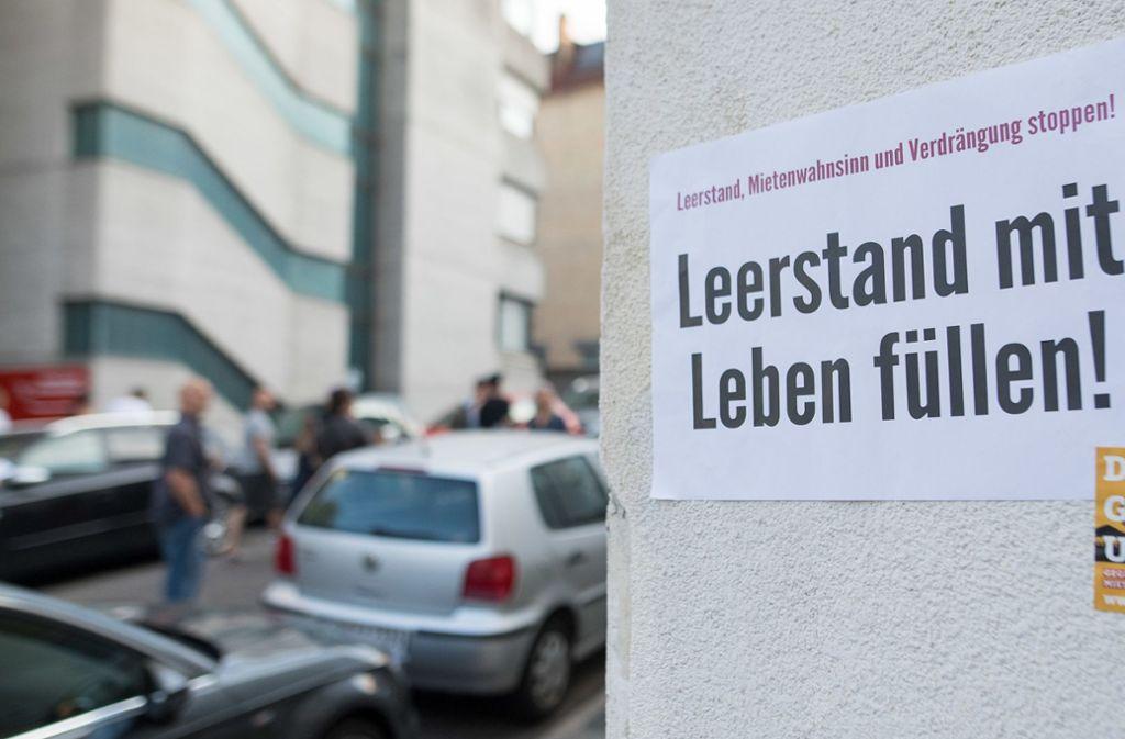 Hinweis an einem leer stehenden Haus in Stuttgart: Die Wohnungsnot in unseren Städten ist kaum zu übersehen. Foto: dpa