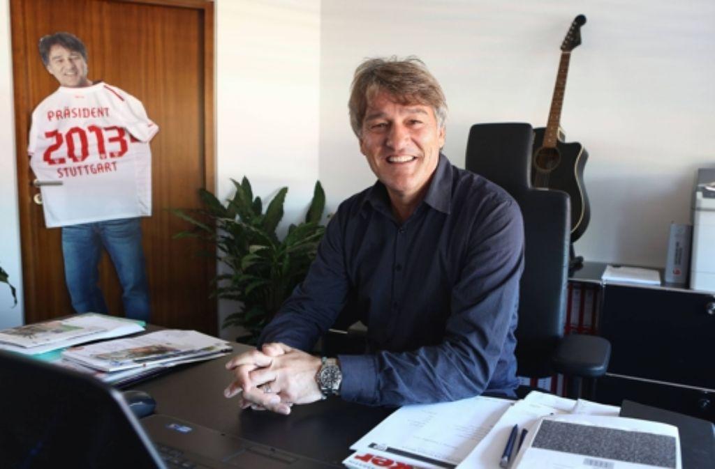 Bernd Wahler hat sich einiges vorgenommen. In einer Bilderstrecke stellen wir den neuen VfB-Präsidenten vor. Foto: dpa
