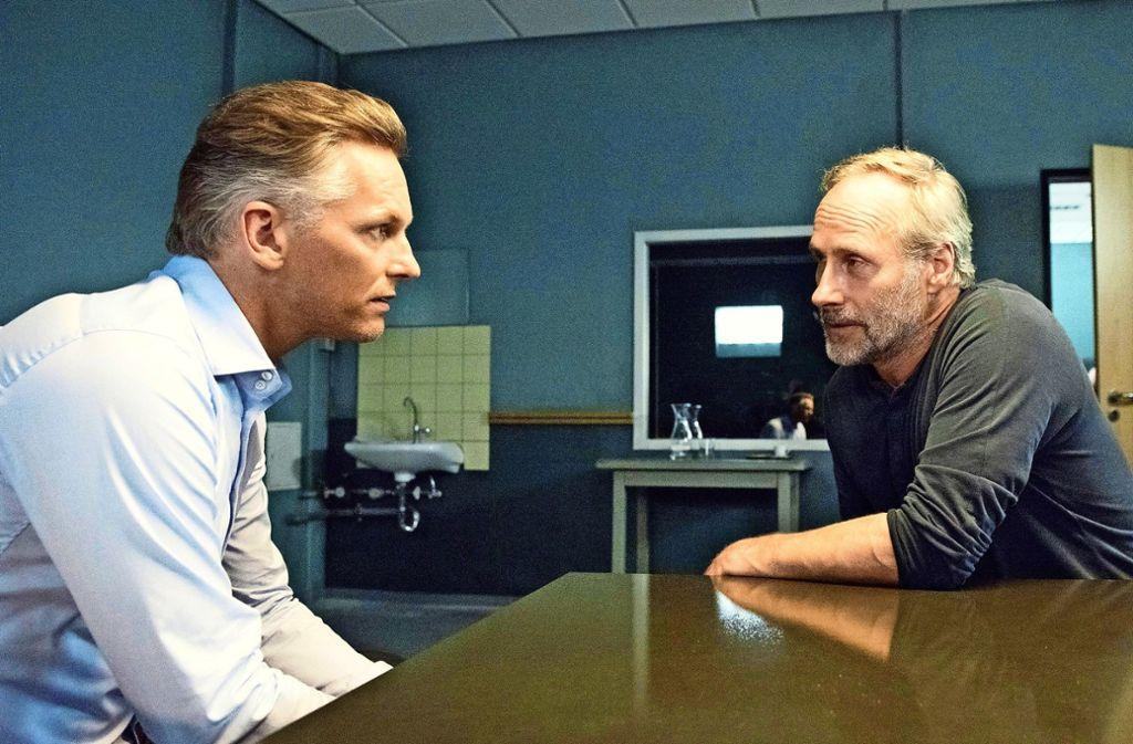 Diese beiden Herren mögen einander gar nicht: TV-Star Jansen (Barry Atsma, li.) und Kommissar Brix (Wolfram Koch). Foto: HR/Degeto/Bettina Müller