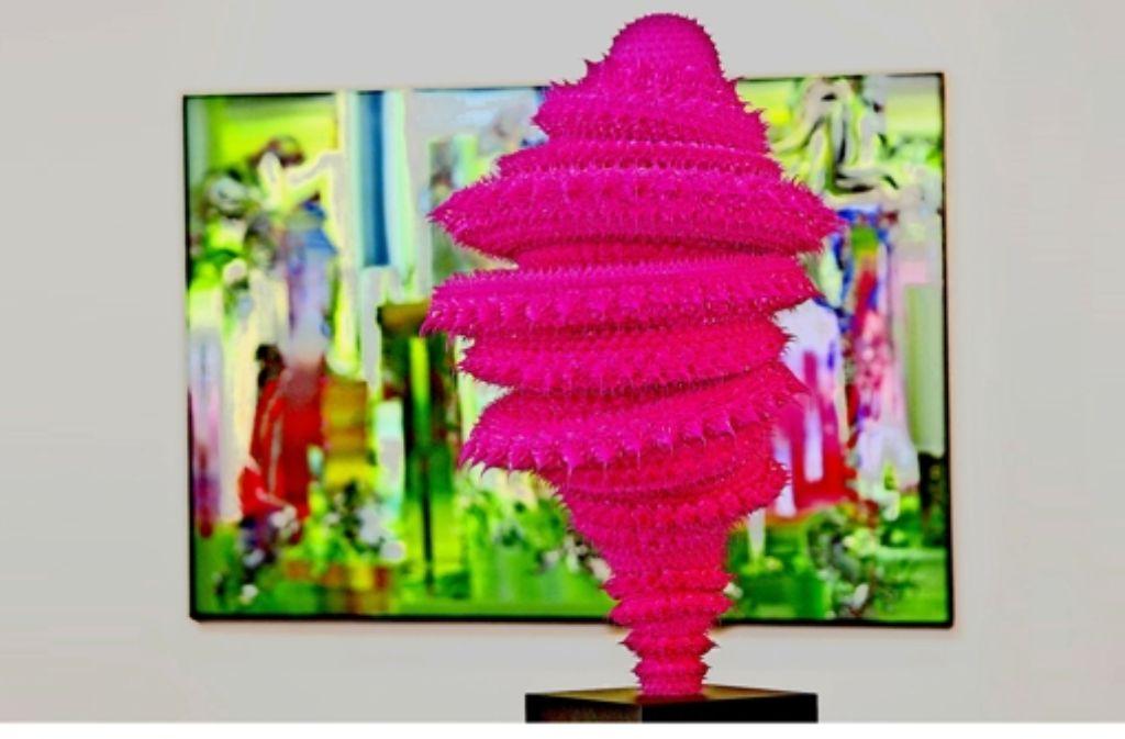 Think pink: Silikonobjekt von Anke Eilergerhard  bei der Galerie Tammen & Partner Foto: Art Karlsruhe/Jürgen Rösner