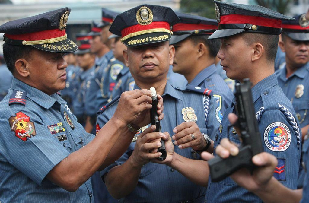 Die Polizei hat in der philippinischen Stadt Talisayan rinrn Kannibalen verhaftet (Symbolbild). Foto: dpa/Rolex Dela Pena
