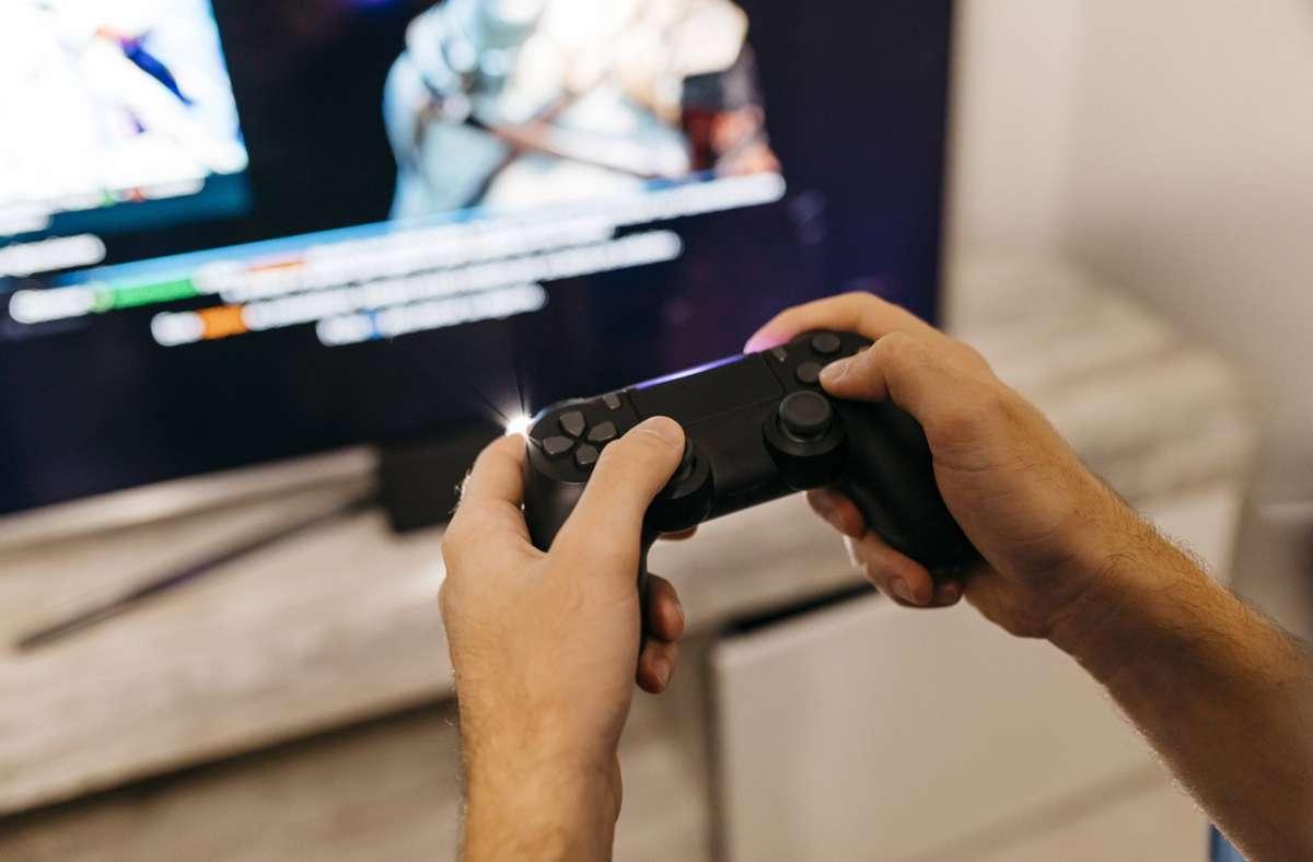 Laut einer Studie der Oxford University können Videospiele das Wohlbefinden verbessern. Foto: imago images/Westend61/Josep Rovirosa