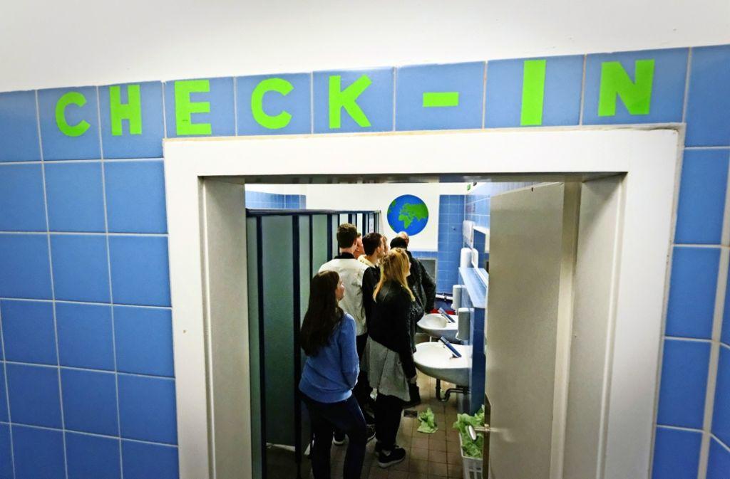 Luftig und mit einem Hauch von weiter Welt–  so stellen sich Schüler  des Fanny-Leicht-Gymnasiums ihre Schultoiletten vor Foto: Lichtgut/Christian Hass