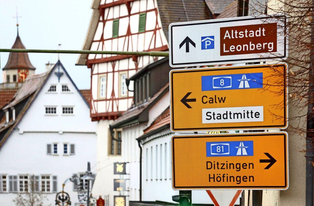 Finden Sie den Hinweis aufs Parkhaus sofort? Künftig könnte auch die Zahl freier Plätze angezeigt werden. Foto: factum/Simon Granville