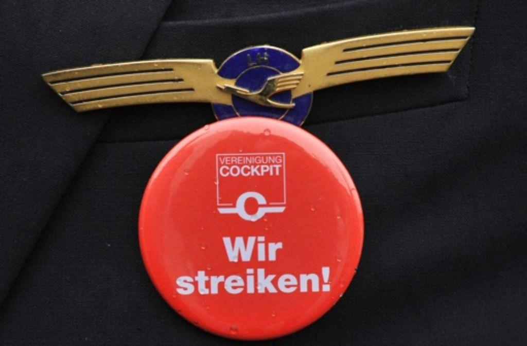 Nach Angaben der Lufthansa sind derzeit sechs Tarifverträge offen. Eine Gesamtschlichtung hat die Fluggesellschaft nun abgelehnt. Foto: dpa