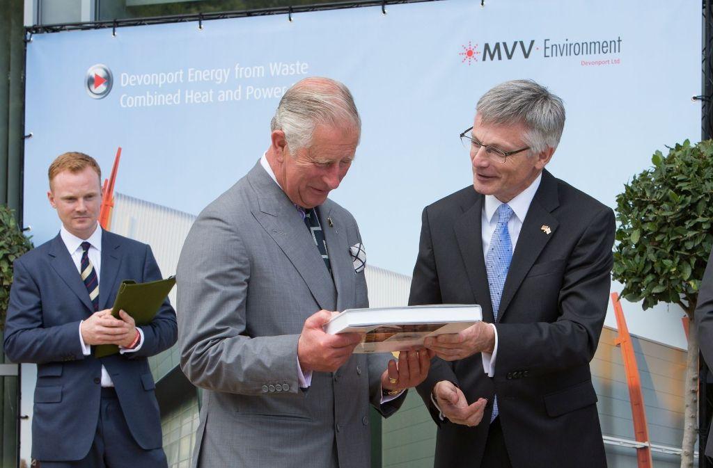 Royaler Besuch im  MVV-Müllkraftwerk Plymouth: Im Juli empfing MVV-Chef Georg Müller den britischen Thronfolger und zeigte ihm die Anlage. Foto: MVV