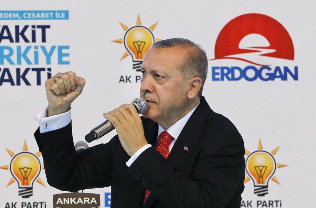 Präsident Recep Tayyip Erdogan will eine größere Kontrolle über die Geldpolitik ausüben. Foto: AP