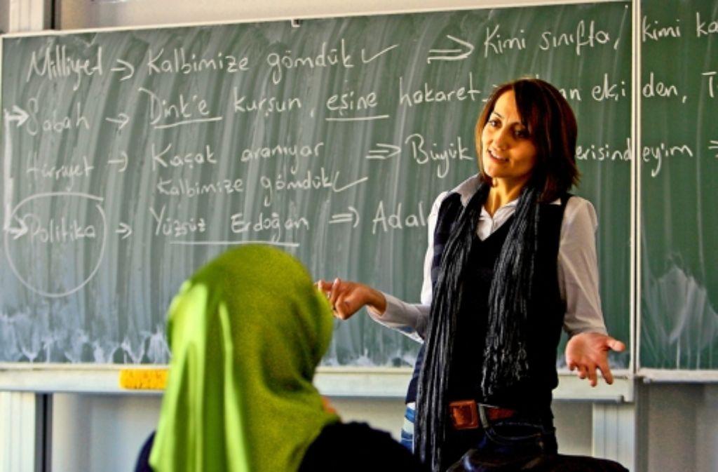 Türkisch als Fremdsprache wird an zwei bis vier Gymnasien getestet werden, eines davon wird in Stuttgart sein. Foto: dpa