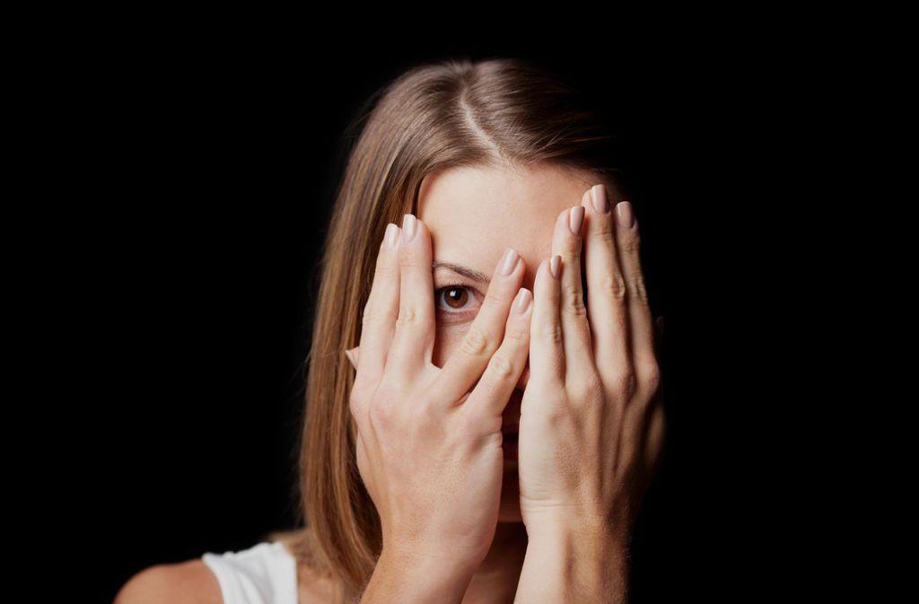 Erst der Spaß, dann die Scham? Auch viele junge Frauen werden noch heute gesellschaftlich stigmatisiert, wenn sie sich mit vermeintlich zu vielen Männern einlassen, beobachtet Claudia Huber. Foto: stock.adobe.com/contrastwerkstatt