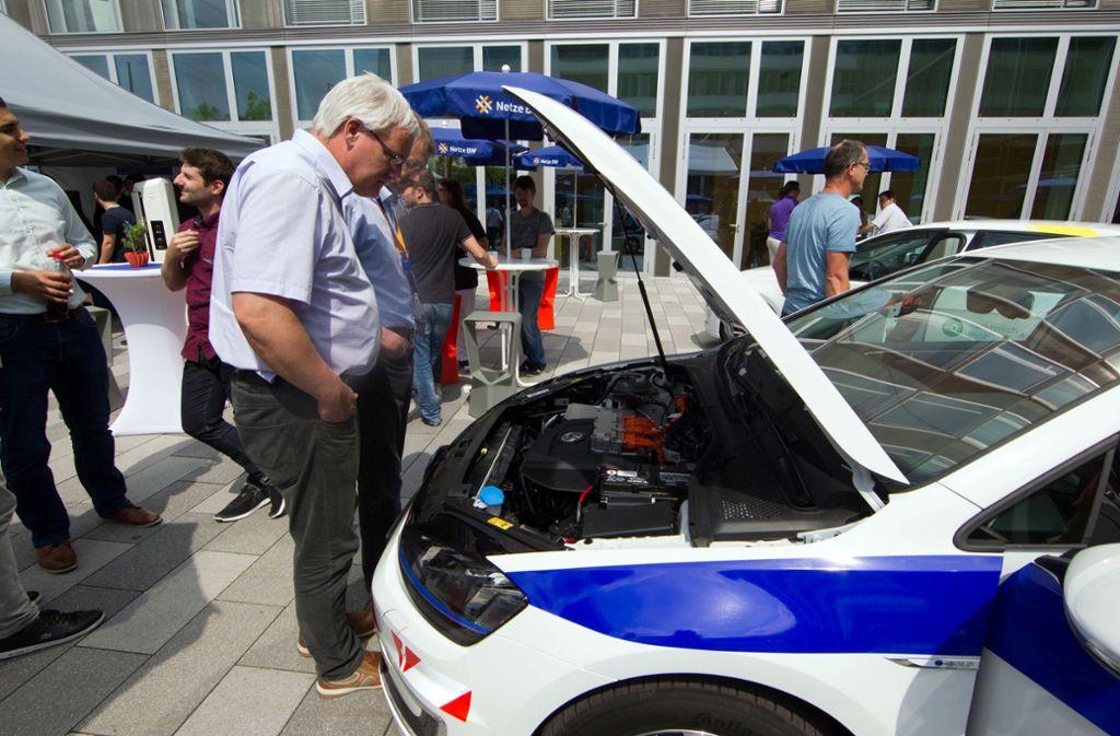 Die erste eigen E-Autoflotte hatte EnBW 2016 in Betrieb genommen. 2018 gab es dann Mitarbeiterautos. Foto: Christian Hass
