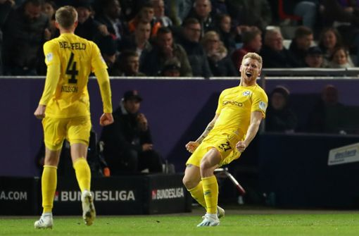 Arminia Bielefeld bleibt VfB auf den Fersen