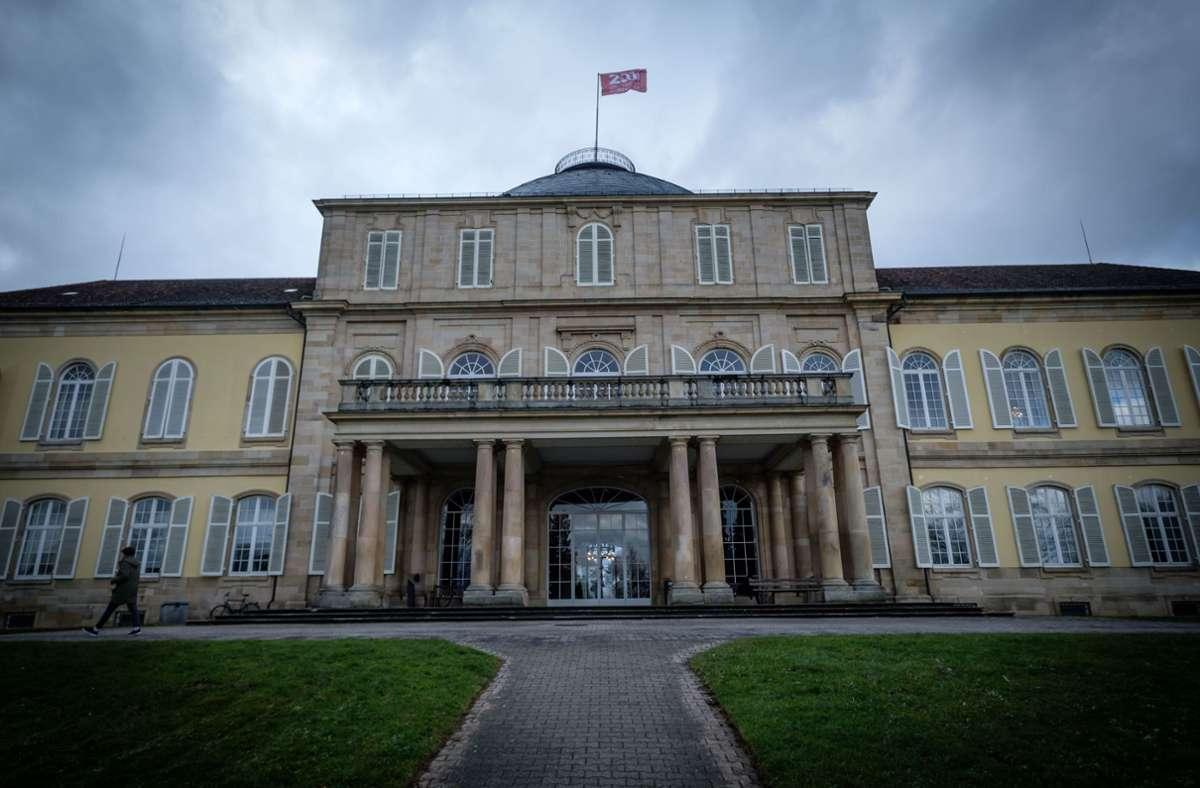 Ins Schloss der Uni Hohenheim kommt man in Coronazeiten  nur noch mit Voranmeldung. Foto: Lichtgut/Achim Zweygarth
